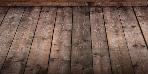 На фото показано настил нового деревянного пола