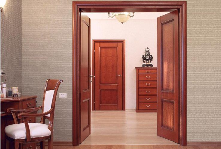 Межкомнатные двери - красное дерево