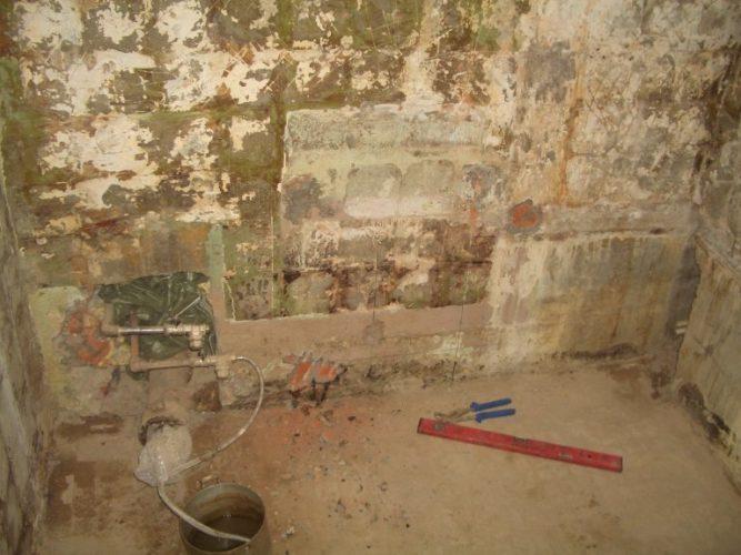 Трубы спрятанные в стене