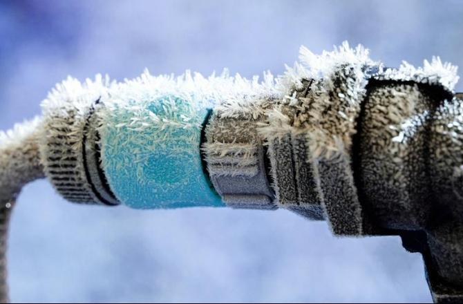 вода в трубах замерзла что делать?