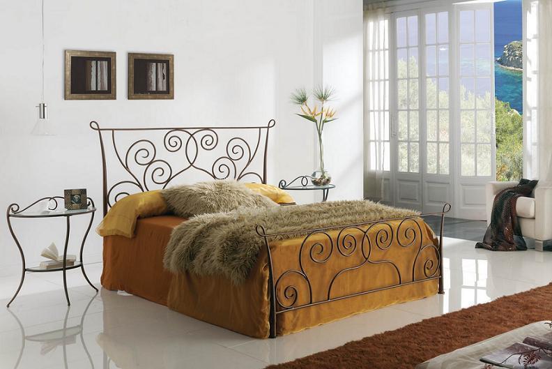 красивая уютная кровать