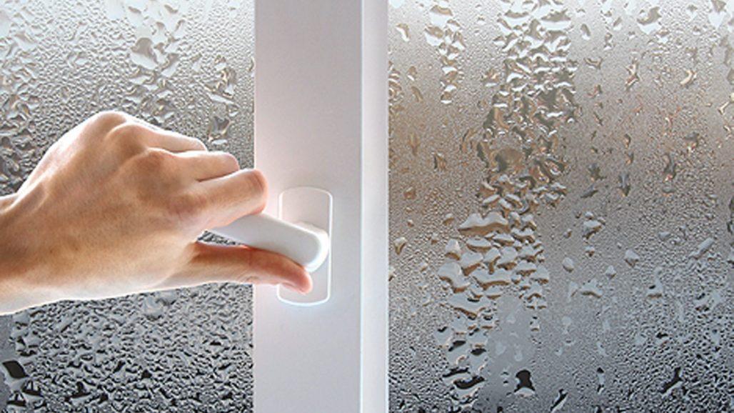 Почему запотевают пластиковые окна в квартире - решение проблемы.