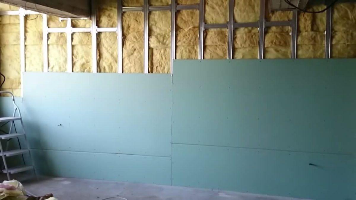 На фото показано утепления стен дома внутри.