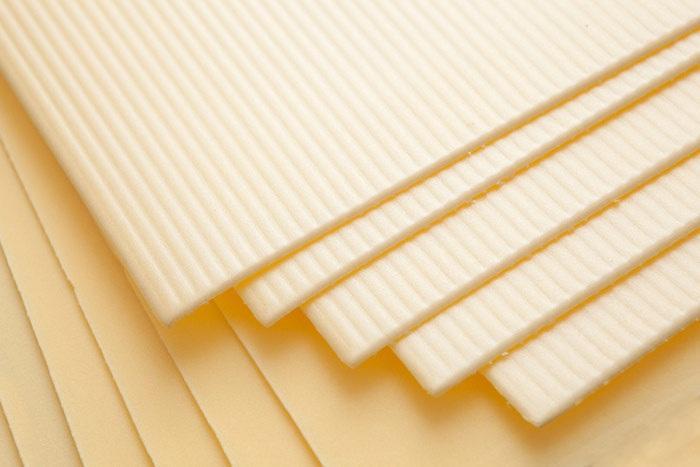 На фото изображен вспененный полистирол под ламинат