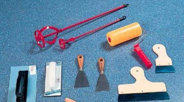 Необходимый инструмент для нанесение мокрых обоев