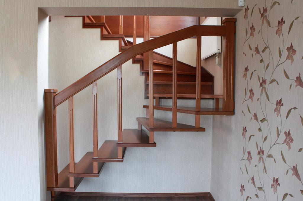 На фото показана больцевая лестница