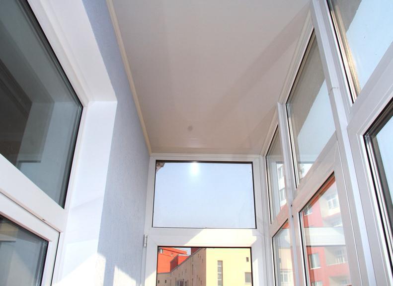 Пленочный натяжной потолок на балконе и лоджии.