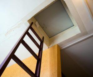 Как декорировать пожарный люк на балконе.