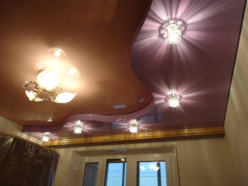 Современный натяжной потолок.