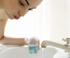 Что говорят врачи об ополаскивании рта после чистки зубов.