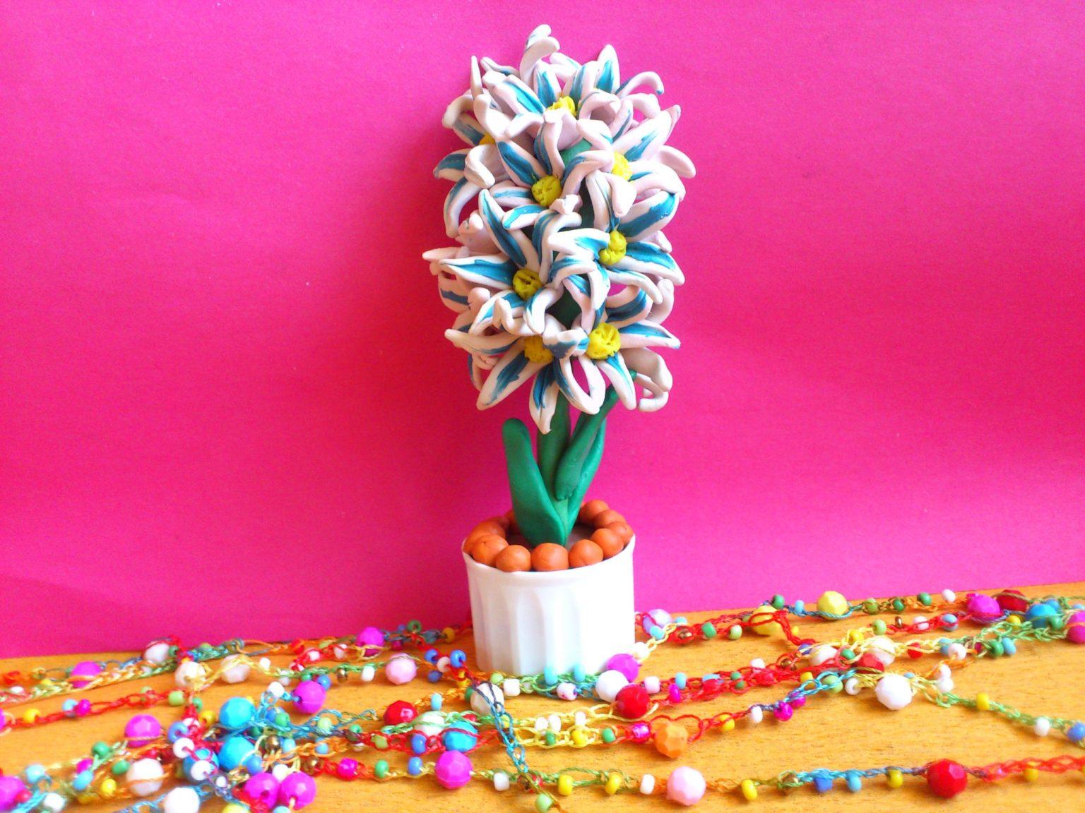 Цветок крокуса с пластилина