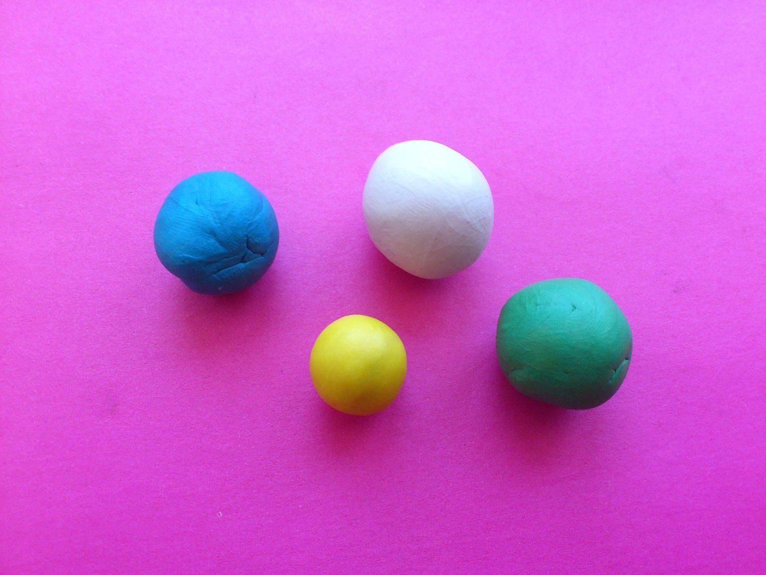 Кульки из разноцветного пластилина