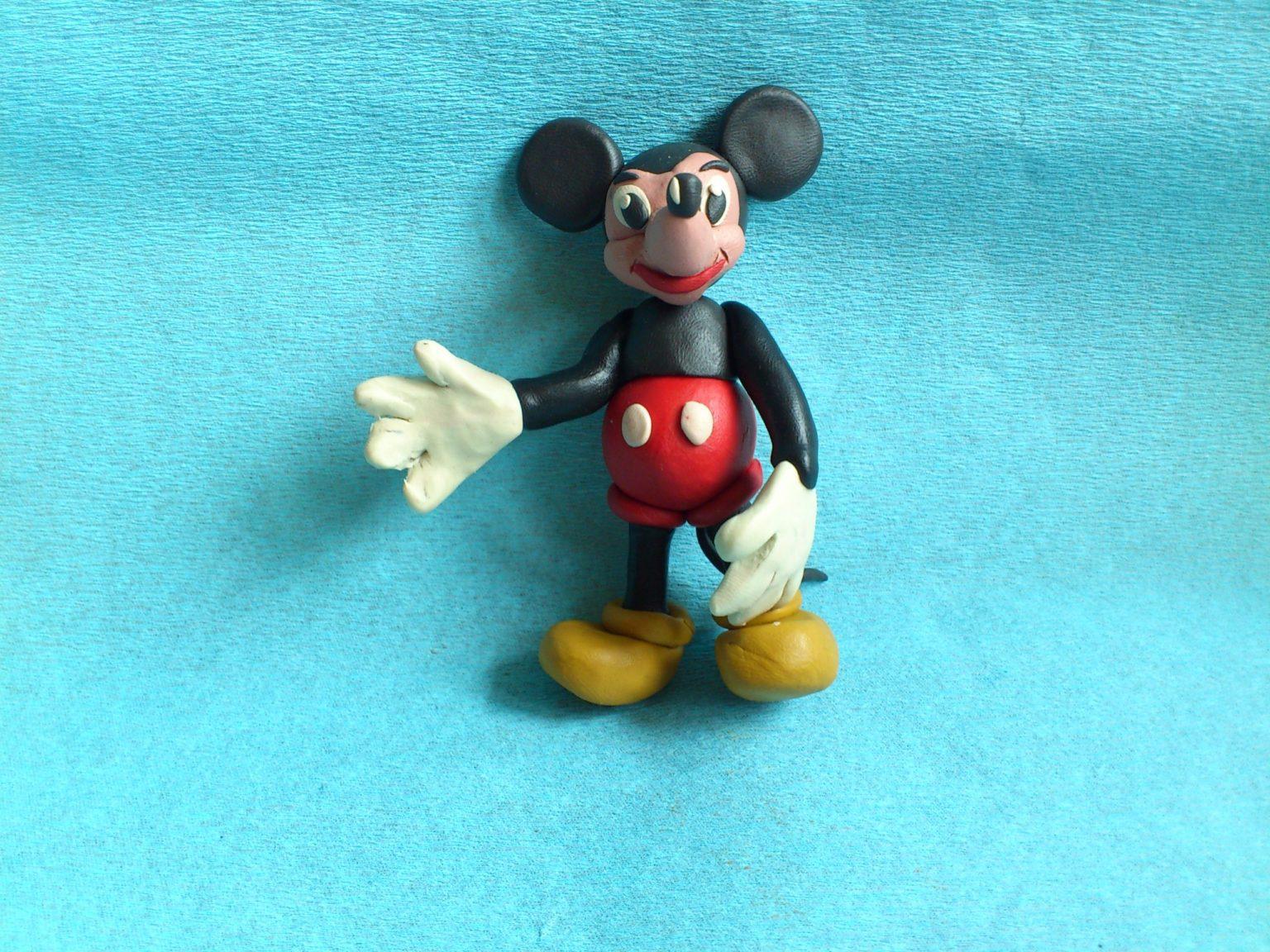 Фигурка пластилинового Микки Мауса