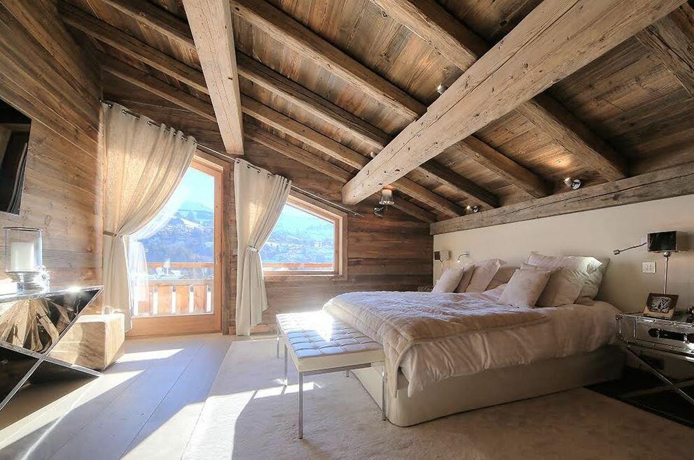 Бревна для отделки потолка в доме