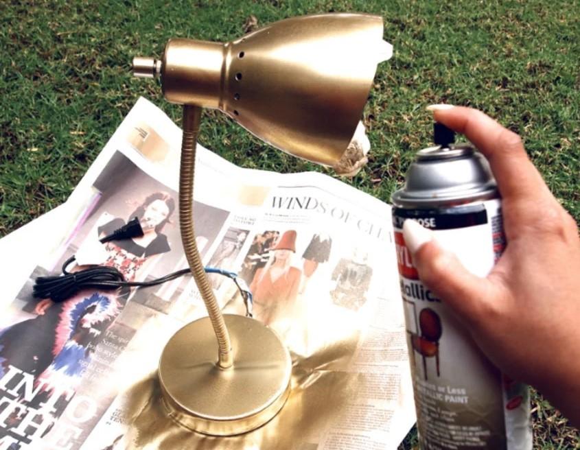 Нанесения краски из баллончика на метал на улице
