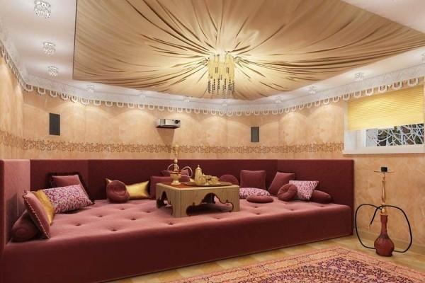 Потолок отделаный тканью