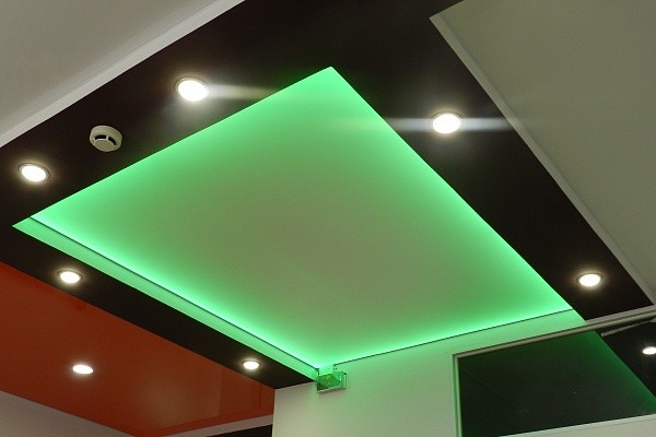 Варианты потолка с подсветкой
