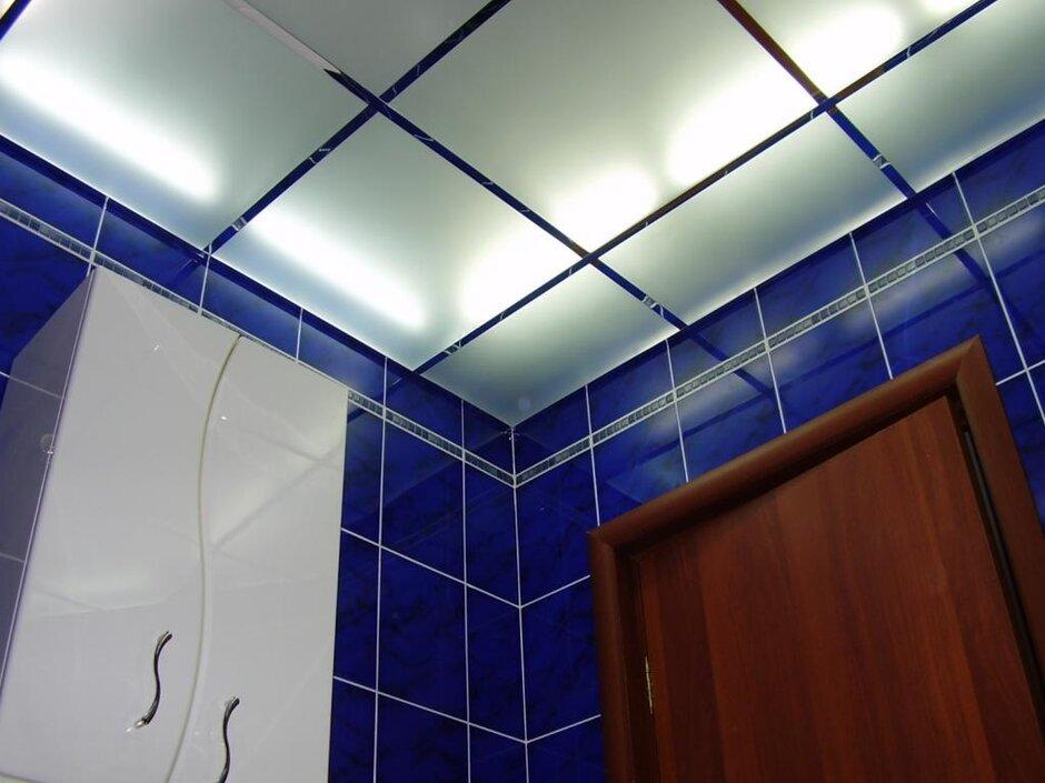 Виды потолка в ванных комнатах