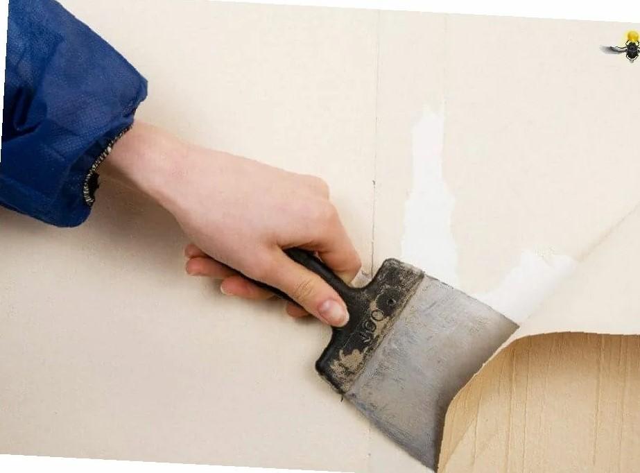 Удаления старых обоев с деревянной поверхности