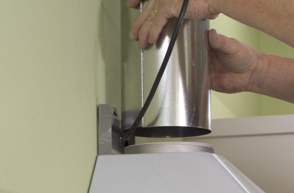 Чистка воздуховода вытяжки на кухне