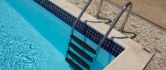 Лестница в басейне