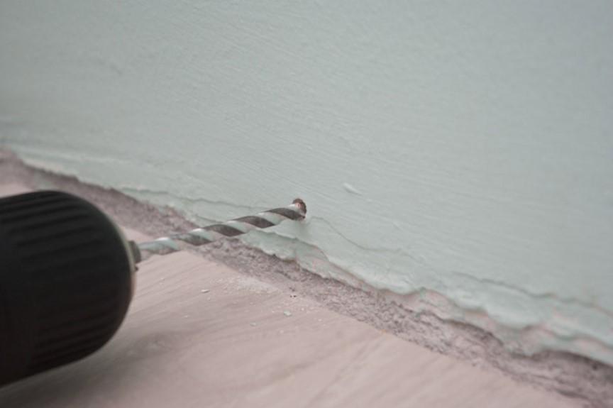 Сверление отверстий в кирпичной стене