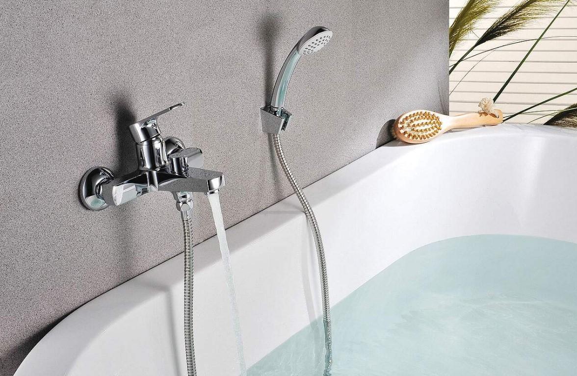 Настенный смеситель для ванны