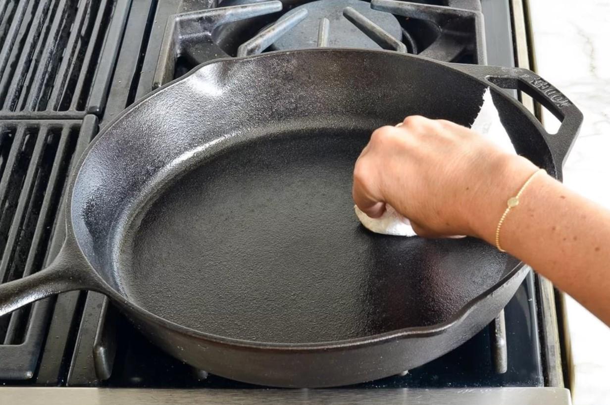 Обжиг чугунной сковороды
