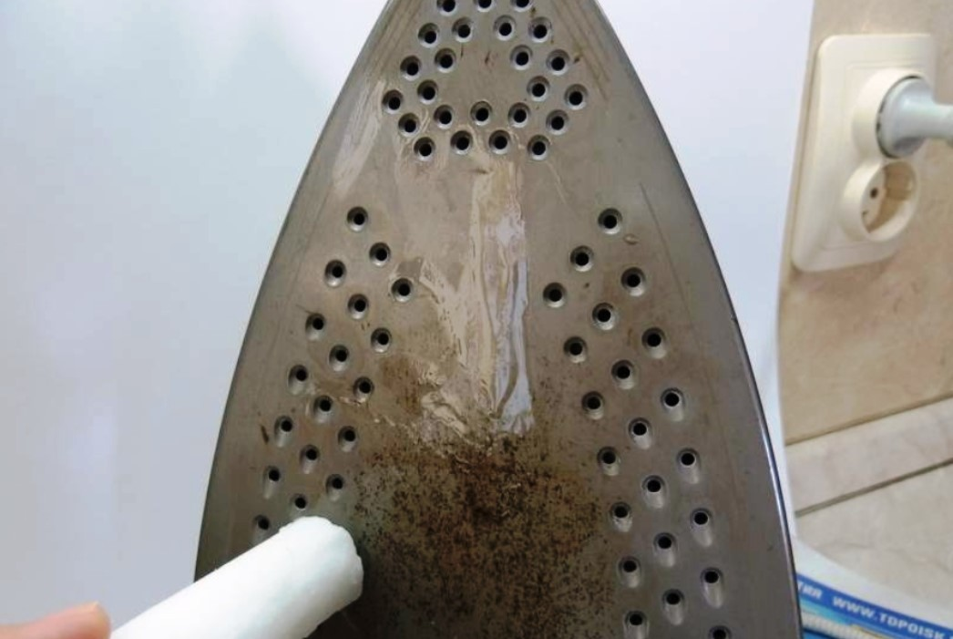 Очистка утюга парафином